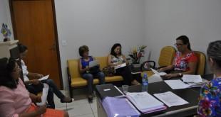 Membros da Comissão Organizada da Semana da Mulher durante reunião para a definição da Programação