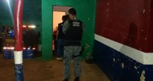 Um homem foi assassinado com três tiros no fim da tarde desta terça - Fotos: Osvaldo Duarte