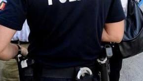 um-policia-e-um-representante-da-lei_569969